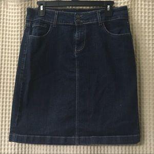 Basic dark denim skirt (like new)